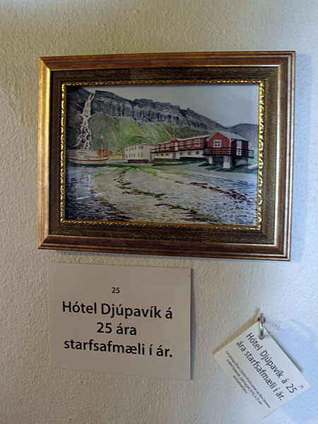 Dj&uacute;pav&iacute;k. Exhibition: &Oacute;mar Sm&aacute;ri Kristinsson and N&iacute;na Ivanova - &quot;25&quot;. - <a href='http://www.djupavik.com' target='_blank' class='linksnormal'>Dj&uacute;pav&iacute;k Hotel</a> is celebrating 25th anniversary this year (2010).&quot; (18 July 2010)