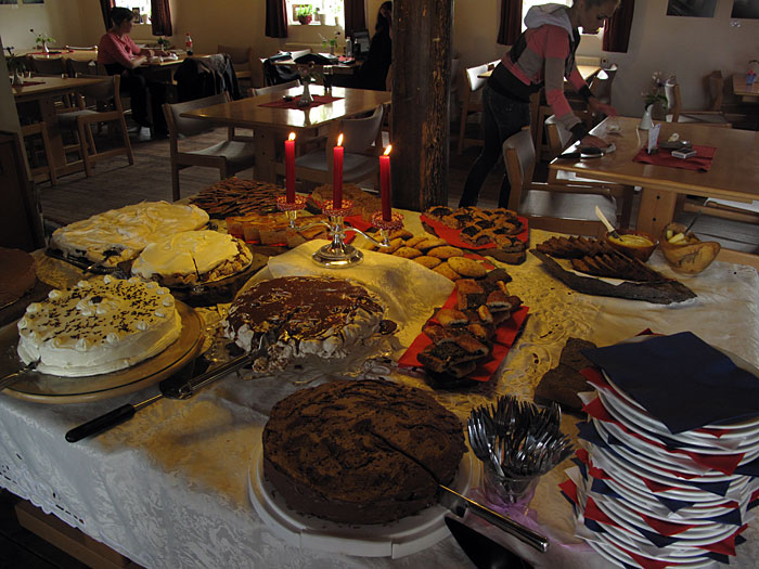 Djúpavík. Djúpavíkdays VI: 6. Kaffihlaðborðið. - The sixth cake buffet, this time during the Djúpavíkdays. (15 August 2010)