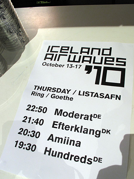 Reykjavík. Iceland Airwaves '10, part I. - On the stage tonight: <a href='http://www.bpitchcontrol.de/artist/7' target='_blank' class='linksnormal'>Moderat</a> (GER), <a href='http://www.efterklang.net' target='_blank' class='linksnormal'>Efterklang</a> (DK), <a href='http://amiina.com' target='_blank' class='linksnormal'>Amiina</a> (IS) and <a href='http://hundredsmusic.com' target='_blank' class='linksnormal'>Hundreds</a> (GER). (14 October 2010)