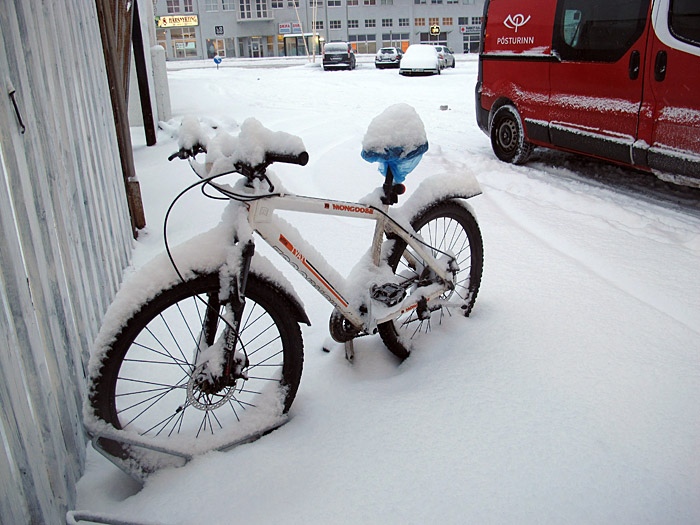 Reykjavík. Miscellaneous XXXVII. - Snow on my bike! (1 till 19 December 2011)