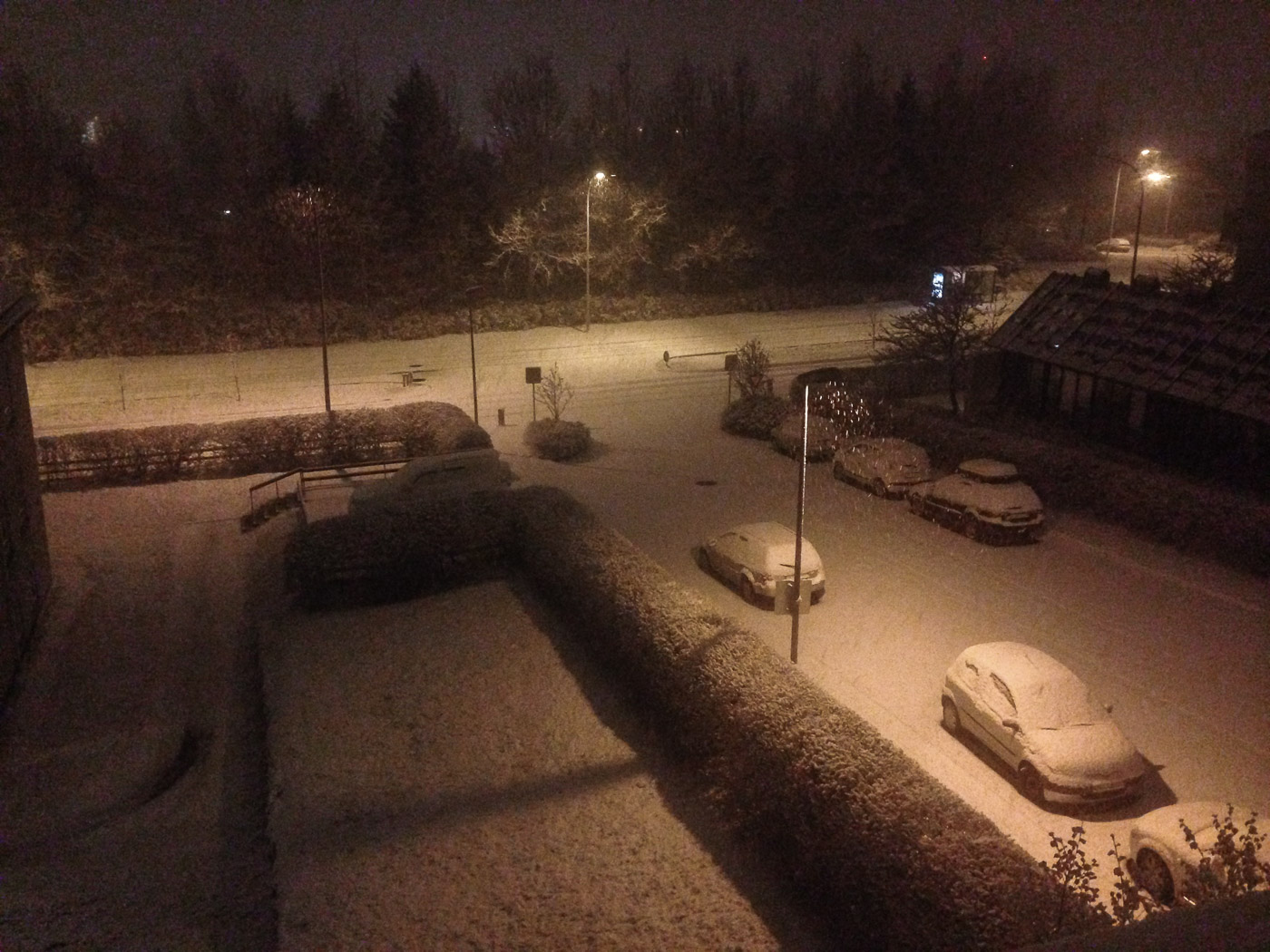 Reykjavík. Snow, a lot of snow. - Waking up, looking out of the window and seeing this :-). Happy! (21 October 2014)